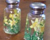 Daffodil Medium Salt and Pepper Shakers Hand-painted Spring Painted Glass Salt & Pepper Shakers by Lisa Hayward