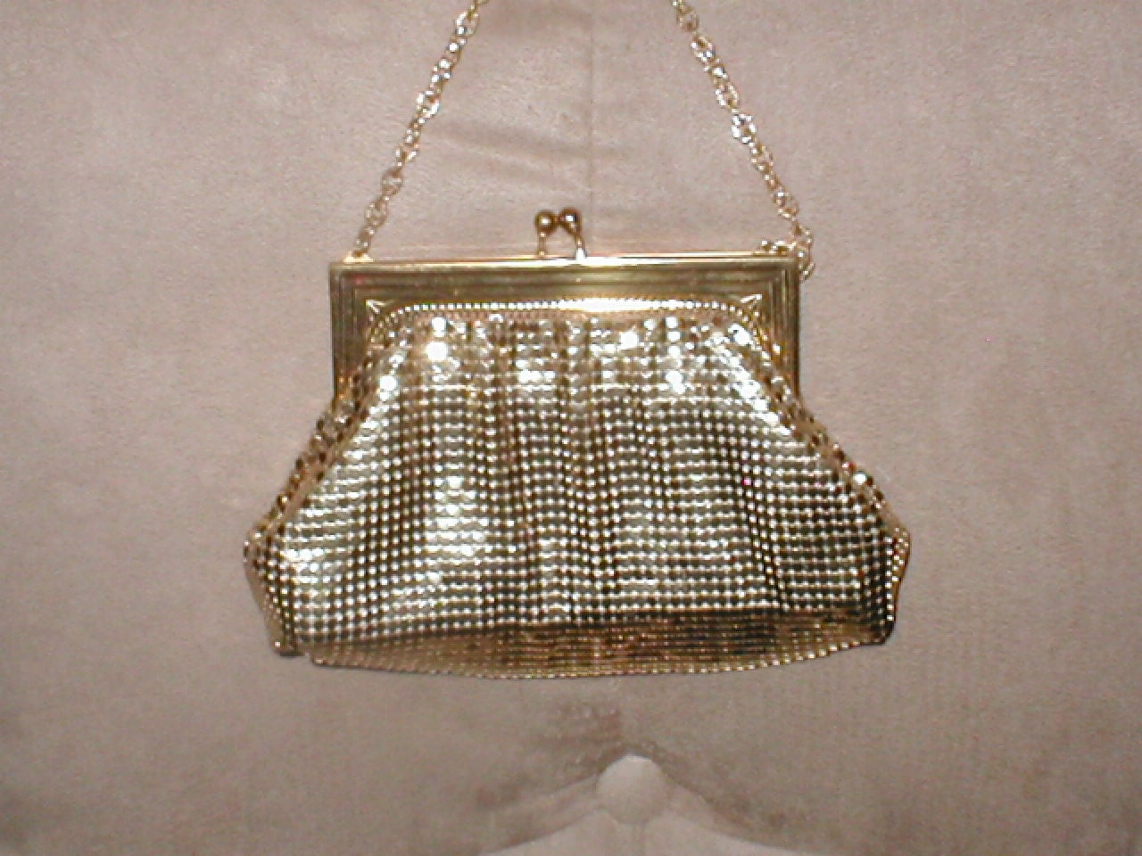 dating whiting and davis mesh bags Handbags, purses vintage hats  vintage 30s 40s whiting and davis beadlite mesh handbag purse w  this early 40's whiting & davis bag is made of the firm's.