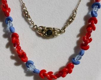 Lot of 2 charming vintage necklaces: 1 art nouveau, 1 art deco