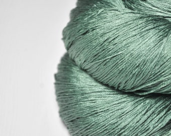 Glass frog - Silk Lace Yarn - knotty skein