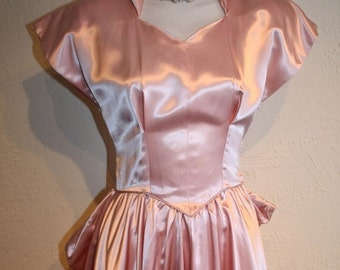 60% OFF Debutante's Grand Entrance - Late 1940s Fred Perlberg Shell Pink Liquid Satin Special Occasion Gown - XS