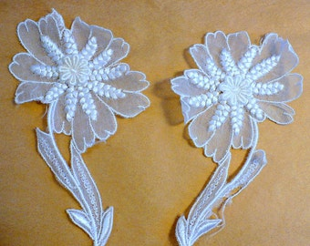 "5 1/2"" Piña Silk Flower Appliques, 40's Vintage Sewing Supply, White Lace Trimming"