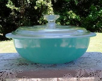 Vintage Pyrex Aqua 024 Two Quart Casserole with Cover, Near Mint Condition.