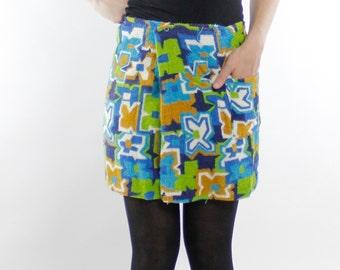 Vintage 60's terrycloth beach coverup / wrap skirt, snap buttons, elastic waist, Tiki pattern, adjustable / Small - Unisex