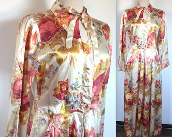Vintage 1940's Dressing Gown // 40s Large Floral Print Pink Gold and Cream Satin Robe // Southern California Fashions // Keyhole Bow Collar