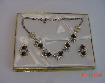 Vintage Cabochon & Rhinestone Adjustable Necklace And Clip On Earring Set In Original Box   16 - 537