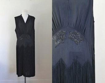 vintage 1920s fringed dress - BLACKBERRIES black beaded flapper dress / L