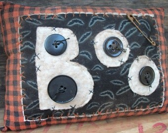 Primitive Appliqued Halloween BOO decorative pillow shelf tuck
