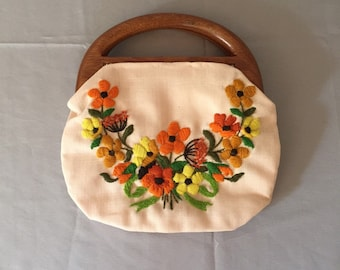 1950s embroidered top handle bag / fabric purse with wooden handles