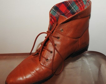 vintage granny boots size 8.5 plaid flannel lining