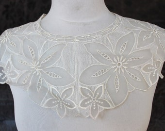 Cute embroidered  applique   ivory color    1 pieces listing