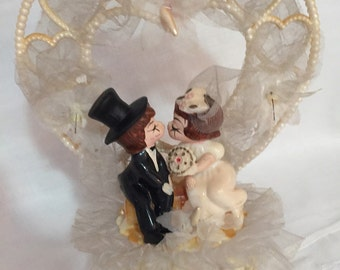 Mid Century Plastic Cake Topper Bride and Groom/ Wedding Cake Topper/ Kissing Wedding Topper/Wedding Decoration/ By Gatormom13