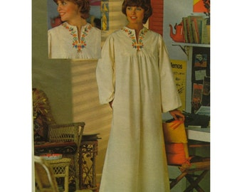 1970s Caftan Pattern, Slit Front Yoke, Long Sleeves, Embroidered Trim, Transfers, Robe, Butterick No. 4560 Size 10 (Bust 32.5 83cm)