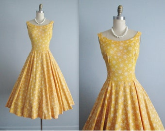 50's Novelty Print Dress // Vintage 1950's Novelty Folk Print Cotton Full Casual Dress M