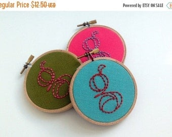 Christmas in July Sale Initial, hand embroidered, g monogram, hoop art, home decor, wall decoration, letter, fiber art, pink, aqua, green, 3