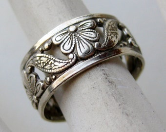 Vintage Ring Sterling Silver Pierced Floral Design Cigar Band Cocktail Ring size 6 1/4