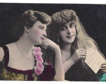 PARIS hand painted WOMEN COUPLE Vintage postcard - Circulated post cards from Paris, France - From early 1900s