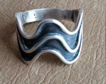 Vintage Sterling Silver Wavy Ring Size 8 Ladies Accessory