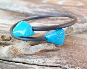 Turquoise Blacelet. Natural Turquoise And Rubber Bracelet. Adjustable. Bangle bracelet. Mineral Bracelet.