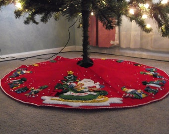 Santa's Sleigh felt tree skirt