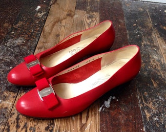 Red Salvatore Ferragamo Vara pumps shoes 10C