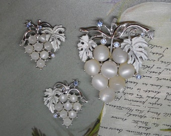 White Moonglow Grape Cluster Brooch & Clip On Earrings Set    MM5