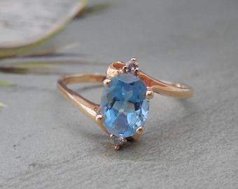 14k Yellow Gold / Blue Topaz / Diamond Ring Size 8.1/2    NA2