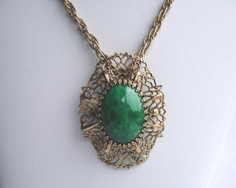 Vintage pendant with oval green stone, vintage jewelry, converts to pin
