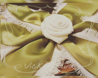 Shabby Chic Fall White/Olive Bow