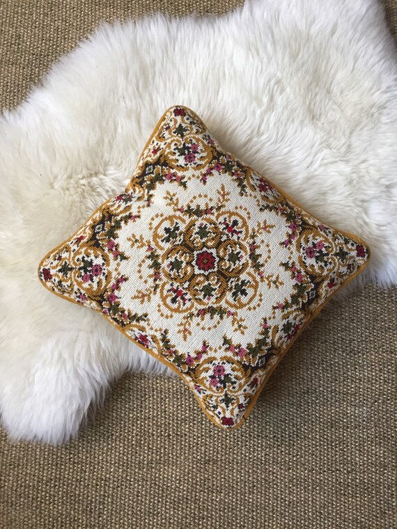 Throw Pillow Display Rack : s a l e / vintage embroidered decorative throw pillow / floral