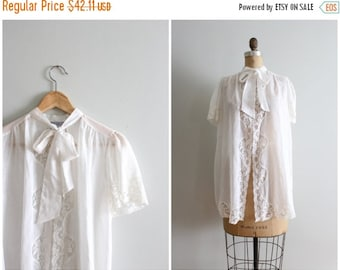 FALL SALE / vintage snow white voile & lace dressing robe - peignoir robe / Lily of France - pussy bow - neck tie / Fairy Kei top - 70s ling