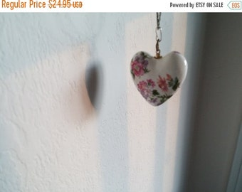 "Porcelain Heart Pastel Flowers 1-1/4"" White Background Pink New Orleans Collectible"