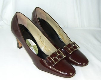"""End Summer Sale Vintage Duo Trevi Brown Patent Leather Size 9 B/AA Heels 3"""" Gold Tone Fancy Buckle"""