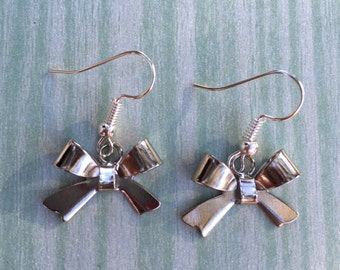 Adorable silver bow earrings