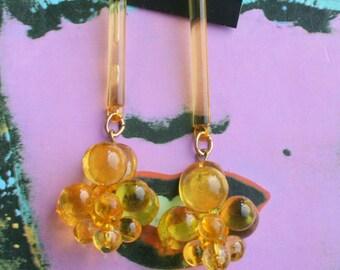 Vintage TWIGGY Dangly Earrings...yellow. groovy. flower power. 1970s earrings. hippie. pierced ears. round. dangly. mod. disco. oversized