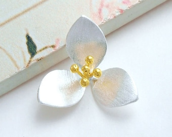 1 of 925 Sterling Silver Two Tone Gold & Silver Flower Pendant 21 mm. :th2385