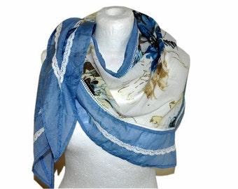 scarf blue white,  triangular