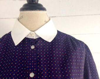 Vintage NAUTICAL Navy 80s Blouse with Retro Print and White Collar