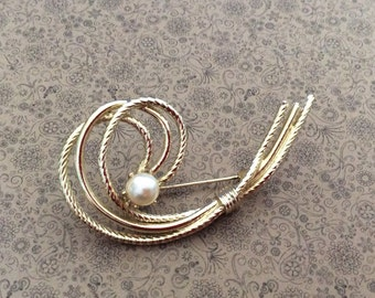 Vintage gold tone faux pearl wired brooch stunning good weight