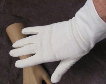 Beautiful Ladies Vintage White Soft Wrist Gloves (05A)