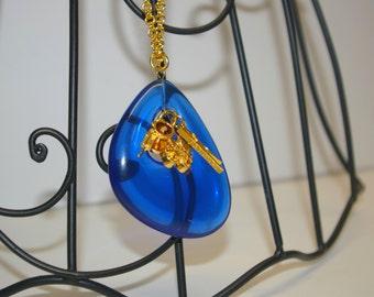 Rare Designer Signed Kenneth Lane Gold Tone Blue Acrylic Multi Charm Pendant Necklace Chain