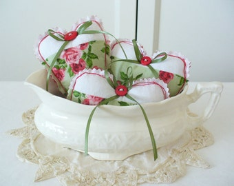 Charming Cabbage Roses Heart Bowl Fillers by WeeWoollyBurros