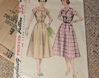 Simplicity 4260 - 1940s Dress Pattern SIZE 18