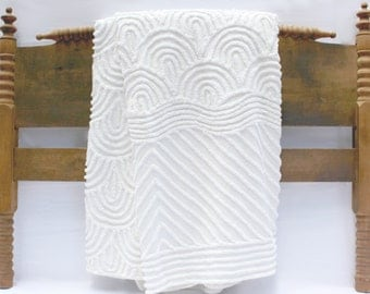 White Chenille Vintage Bedspread - Full or Queen Coverlet - Arch Pattern - Candlewick Terry  - White on White Blanket Vintage Cottage Style