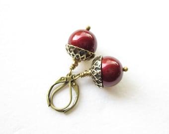 Ohrhänger,earrings,Ohrringe,Pearl Acorn Earrings,woodland accessoire,pearl earrings,pearl drop earrings,bordeaux earrings