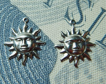 2 Pc Sun Face Matte Silver Ox Charm Drop Pendant Stamping One-Sided