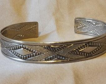 Vintage Southwestern Navaho Blanket Pattern Silver Plate Cuff Bracelet 1960s