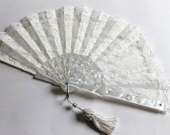 Off white Lace fan, Wedding fan Bridal fan Ivory bride hand fan Folding Spanish fan Mother of the bride gift Bouquet alternative Photo Booth