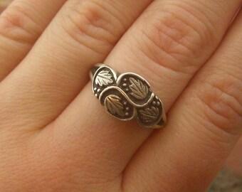 Vintage Sterling Silver Stamped Leaf Ring