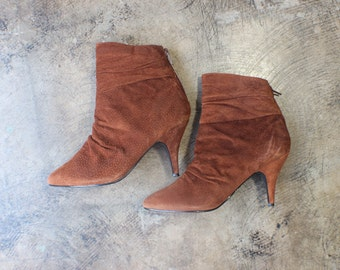 Size 7 1/2 Ankle Boots / Brown Suede Heeled Boots / Vintage Women's Pointy Toe Shoes